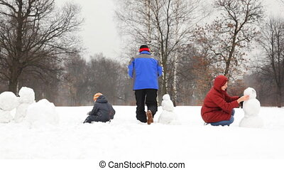 mother and daughter make snowman, father with son rolled big snowball, part2