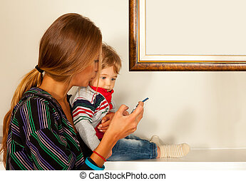 mother baby smartphone communication