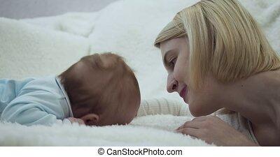 mother., peu, ventre, mensonge, bébé