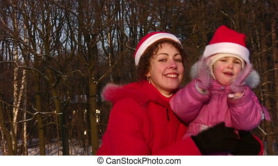 mother with little girl, christmas, faces