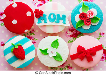 Cupcakes decorated for Mother's Day