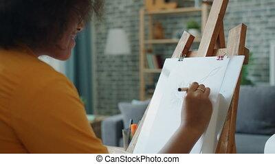 motie, potlood, afrikaan, het glimlachen, vertragen, bloemen, amerikaan, tekening, meisje, thuis