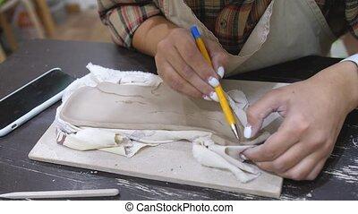 motifs, dessine, workshop., poterie, product., femme, argile, jeune
