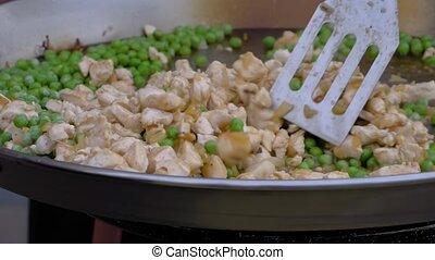 motion:, pois, lent, -, wok, vue, cuisine, poulet, énorme, fin, viande, haut, morceaux, chef cuistot