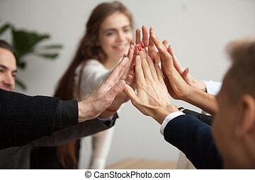 motivé, business, donner cinq, équipe, haut haut, mains, fin