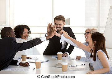 motivé, professionnels, donner, élevé, divers, cinq, équipe, heureux