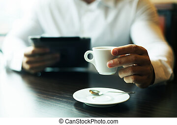 motning, コーヒー, タブレット, カップ, コンピュータ, ニュース, 読書, 人