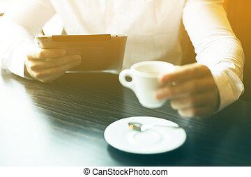 motning, コーヒー, タブレット, コンピュータ, ニュース, 読書, 人