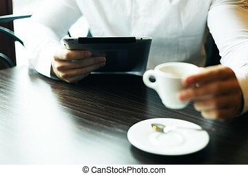 motning, café, tablette, informatique, nouvelles, lecture, homme