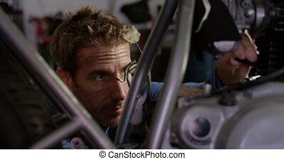 moto, réparation, mâle, réparation, mécanicien, 4k, garage