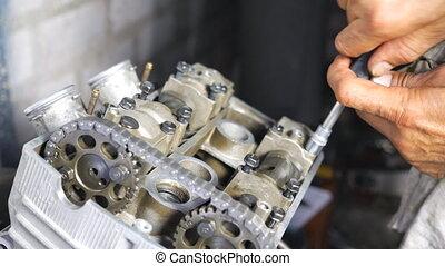 motocyclette, tool., engine., mouvement, ou, moteur, motorbikes., voitures, entretenir, workshop., mécanicien, garage, démonté, grand plan, utilisation, lent, homme, professionnel, réparateur, réparation, engagé, fonctionnement