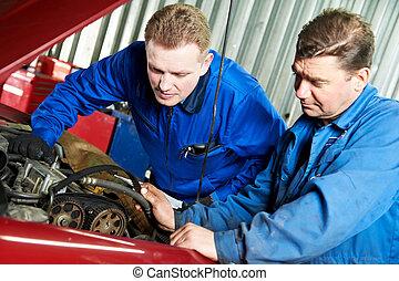 motor, bil, diagnostisering, två, mekaniker, bil, problem