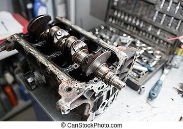 motor, crankshaft, ventil, täcka, pistons., mekaniker, repairman, hos, bil, bil motor, underhåll, reparera, arbete