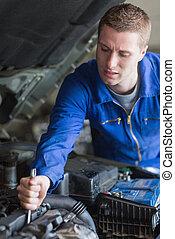 motor, mecánico del coche, trabajando