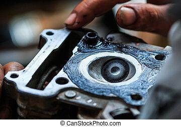 Motorcycle mechanic, Technician