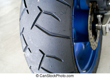 Motorcycle rear tyre with melted rubber