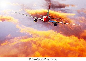 motorflugzeug, an, fliegen, auf, der, himmelsgewölbe, mit, wolkenhimmel