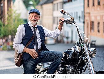 motorkerékpár, üzletember, idősebb ember, town.