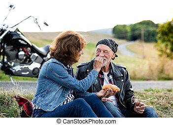 motorkerékpár, idősebb ember, jókedvű, countryside., mozgó...