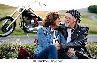 motorkerékpár, párosít, countryside., szeret, mozgó...