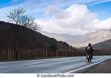 motorradfahrer, auf, der, ländliche straße