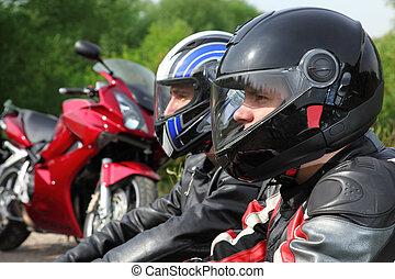 motorradfahrer, sitzen, land, zwei, fahrräder, closeup, straße