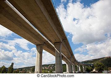 motorväg, lyftat upp