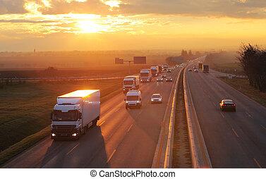 motorväg, transport, med, bilar, och, lastbil