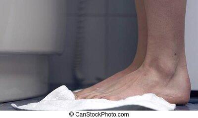 mouillé, serviette, pieds