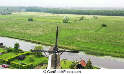 moulin vent traditionnel, campagne, pays-bas