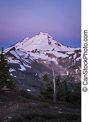 Sunrise on snowcapped Mount Baker, Washington state Cascades