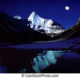 Mount by night - Four-girl Mount in SiChuan,China