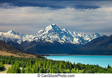 Mount Cook, New Zealand - Mount Cook and Pukaki lake, New ...