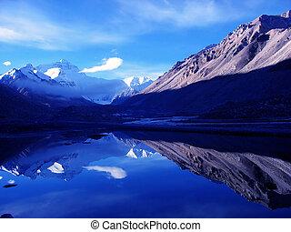 Mount Everest(altitude8848.13M)in Tibet