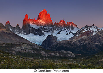 Mount Fitz Roy at sunrise, Patagonia, Argentina - Mount Fitz...