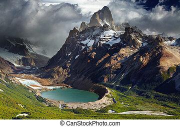 Mount Fitz Roy and laguna Torre, Los Glaciares National Park, Patagonia, Argentina