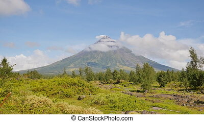 Mount Mayon Volcano in the province of Bicol, Philippines. -...