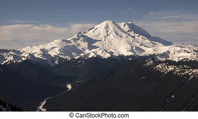 Mount Rainier View - Panoramic view of Mount Rainier and ...