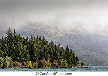Mountain and lake in Queenstown