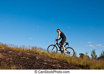 blauer berg fahrrad blauer berg freigestellt bike hintergrund wei es. Black Bedroom Furniture Sets. Home Design Ideas
