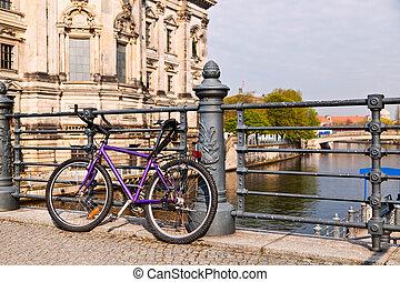 Mountain Bike in a Bridge, Berlin