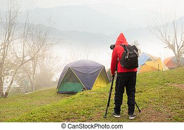 mountain., nebuloso, câmera, fotografias, fotógrafo, levando, tripé