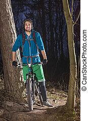 mountainbiker, fier, forêt
