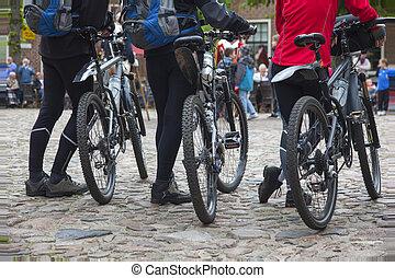 mountainbikers, attesa