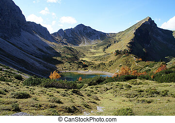 Mountains and lake in autumn - Heading into the Tannheimer...