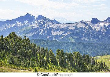 Mountains in Washington - Beautiful mountain peak in North ...