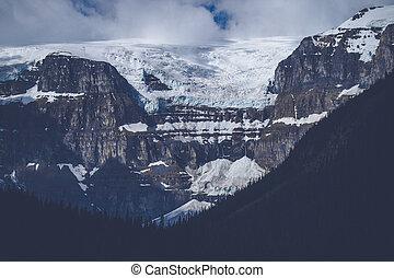 mountains, med, snö, in, molnig, väder