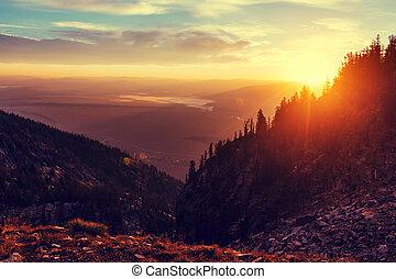 Mountains, solnedgång