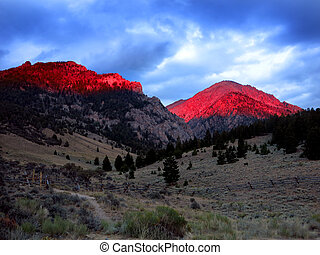 Mountains Sunlight Sunset Light Glowing Red - High mountains...