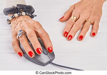 mouse., öreg, kéz, számítógép, nő, manikűröz, használ